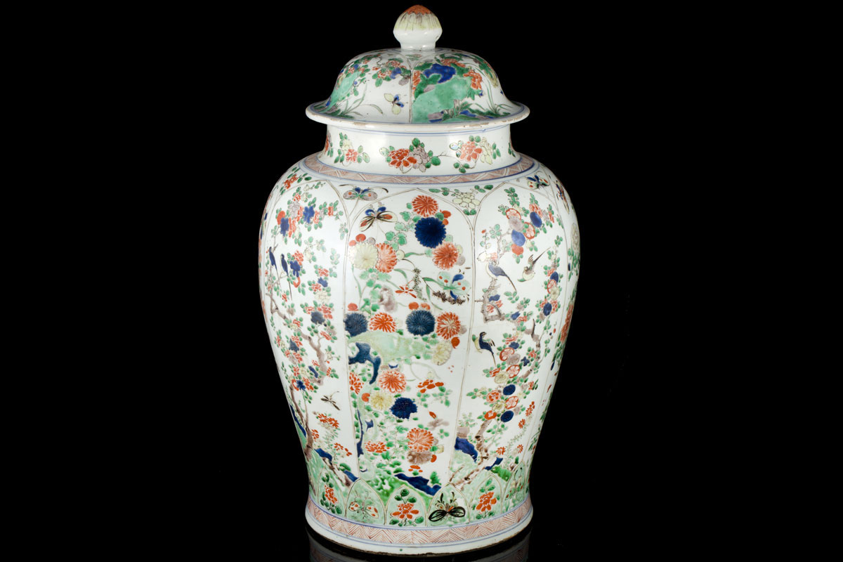 A large Kangxi famille verte vase and cover